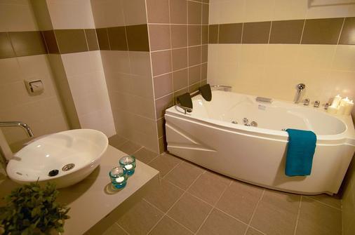Bayou Lagoon Park Resort - Malacca - Bathroom