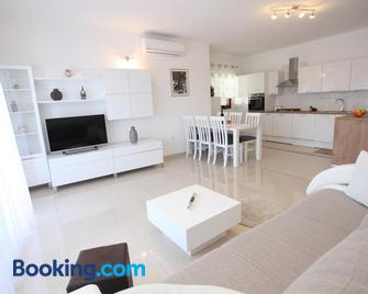 Apartments Kresan Soline - Sukošan - Sala de estar