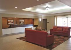 La Quinta Inn & Suites by Wyndham Seguin - Seguin - Lobby