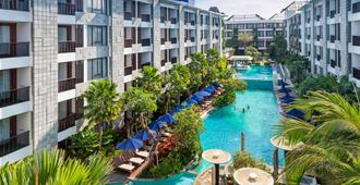 Courtyard by Marriott Bali Seminyak Resort - Kuta - Piscina