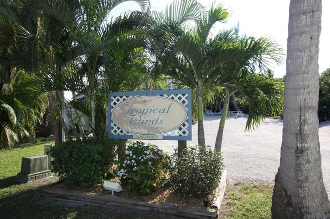 Tropical Winds Motel & Cottages - Sanibel - Outdoor view