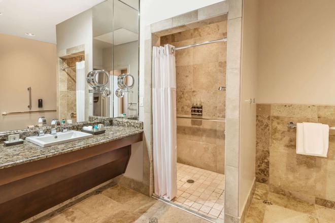 The Mining Exchange, a Wyndham Grand Hotel & Spa - Colorado Springs - Bathroom