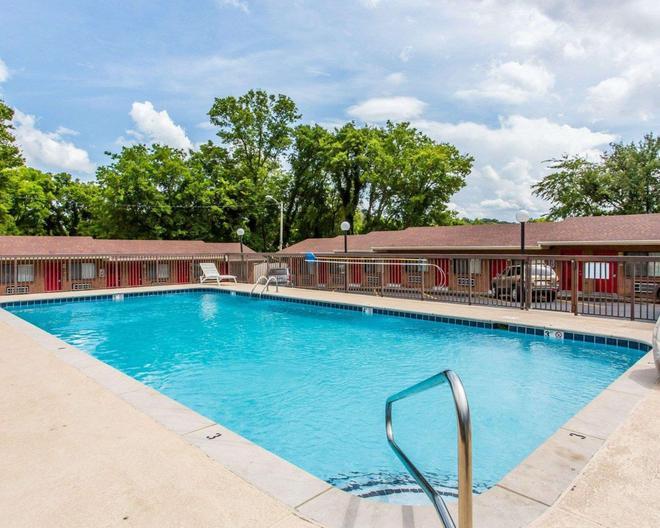 Econo Lodge North - Nashville - Pool