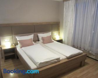 Homestay Sres - Крань - Bedroom