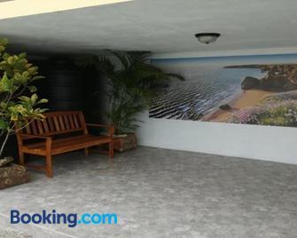 Michael's tropical suites - Scarborough - Gebouw