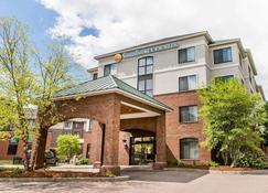 Comfort Inn & Suites - South Burlington - Building