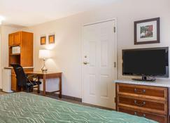 Comfort Inn & Suites - South Burlington - Bedroom