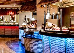 Crowne Plaza Dubai - Deira - Дубай - Шведский стол