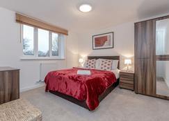 Royal Apartments - West Drayton - Bedroom
