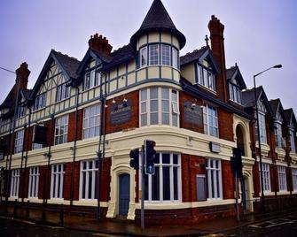 The Plough Hotel - Northampton - Building
