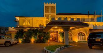 Protea Hotel by Marriott Dar es Salaam Courtyard - Daressalam - Gebäude