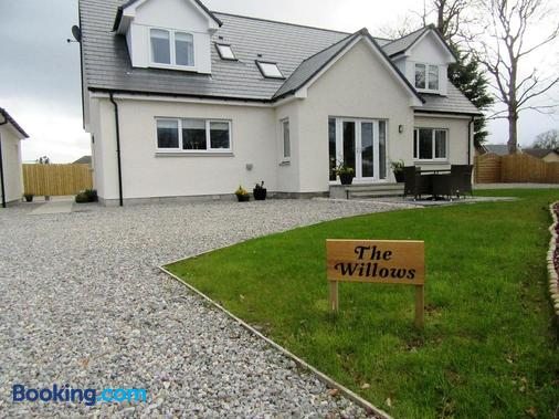 The Willows - Kirkhill - Building