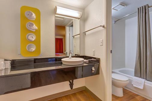 北加州聖羅莎 6 號汽車旅館 - 聖塔羅沙 - 聖羅莎 - 浴室