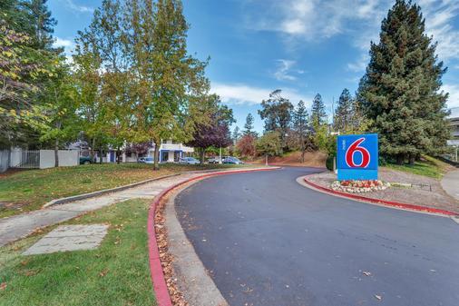 北加州聖羅莎 6 號汽車旅館 - 聖塔羅沙 - 聖羅莎 - 建築