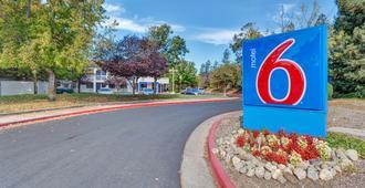 Motel 6 Santa Rosa North - Santa Rosa - Outdoor view