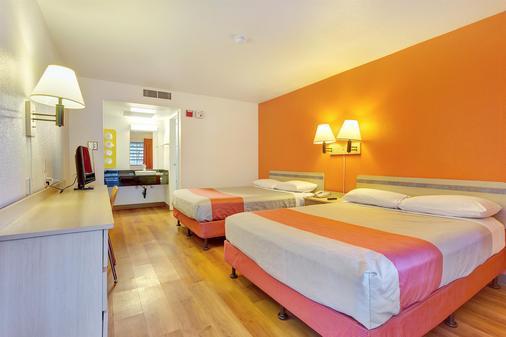 北加州聖羅莎 6 號汽車旅館 - 聖塔羅沙 - 聖羅莎 - 臥室