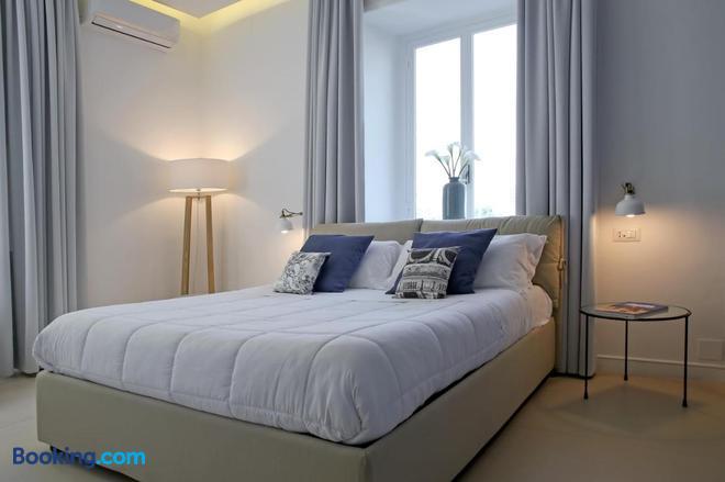 Starhost - Petit B&b - Speciale Luci D'artista Salerno - Salerno - Bedroom