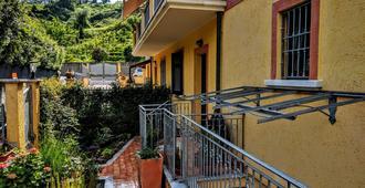 Sally's B&B - Marina di Carrara - Außenansicht
