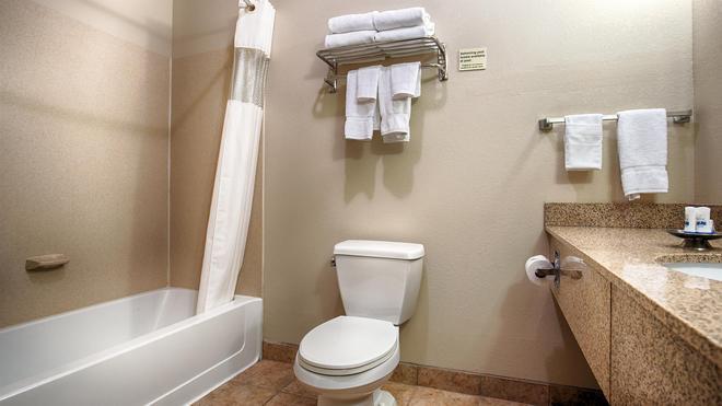 Best Western Plus Eastgate Inn & Suites - Wichita - Bathroom