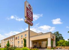 Best Western Plus Eastgate Inn & Suites - Wichita - Rakennus