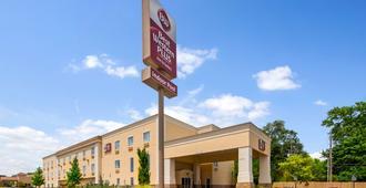 Best Western Plus Eastgate Inn & Suites - וויצי'טה