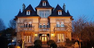 Castel Bayeux Guesthouse - Bayeux - Building