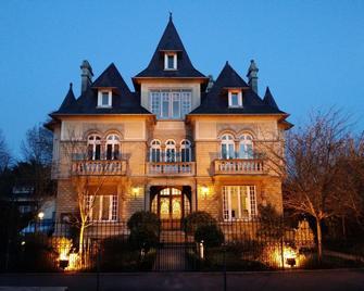 Le Castel Guesthouse - Bayeux - Building