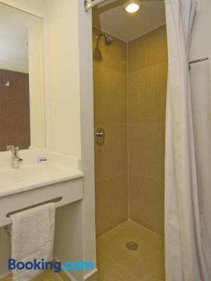 City Express Junior Toluca Aeropuerto - Toluca - Bathroom