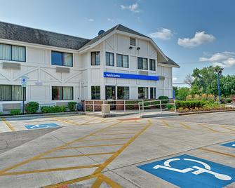 Motel 6 Chicago North - Glenview - Glenview - Building