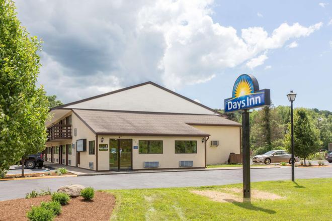 Days Inn by Wyndham, Athens - Athens - Building
