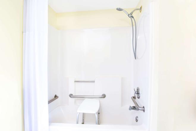 Days Inn by Wyndham, Athens - Athens - Bathroom