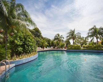 世紀灣服務套房酒店 - 檳城 - 檳城 - 游泳池