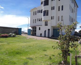 Hostal Campestre Casa Blanca - Chucuito - Building