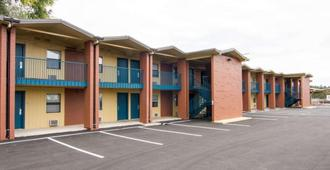 Rodeway Inn Flagstaff East Route 66 - Flagstaff - Building