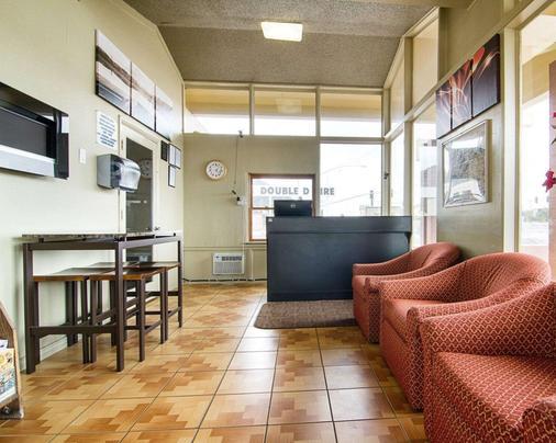 Rodeway Inn - Flagstaff - Front desk