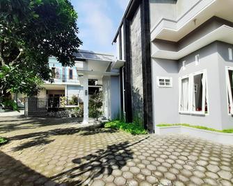 Villa Monesa - Pasuruan - Gebäude