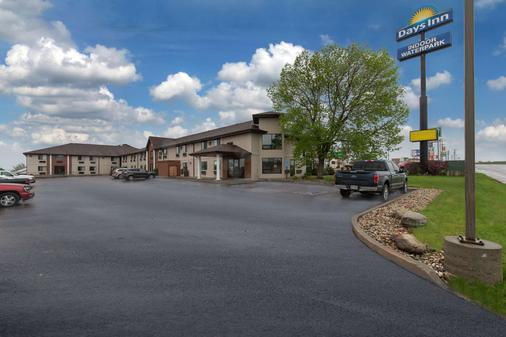 Days Inn by Wyndham Mitchell SD - Mitchell - Rakennus