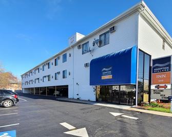 Hampton Village Inn - Hampton - Building
