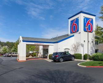 Motel 6 Auburn, CA - Auburn - Gebäude