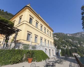 Hotel Villa Cipressi - Varenna - Building