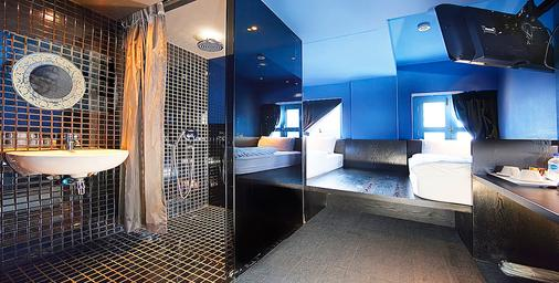 The Porcelain Hotel by JL Asia - Singapore - Bathroom