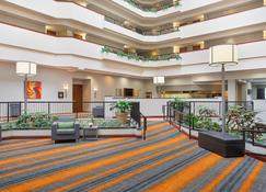 Holiday Inn University Plaza-Bowling Green - Bowling Green - Front desk