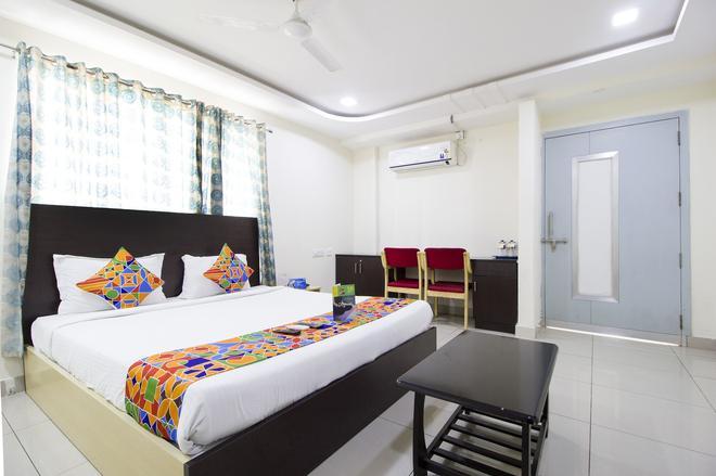 Fabhotel Siri Inn Madhapur - Hyderabad - Bedroom