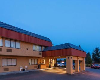 Ramada by Wyndham Coquitlam - Coquitlam - Building