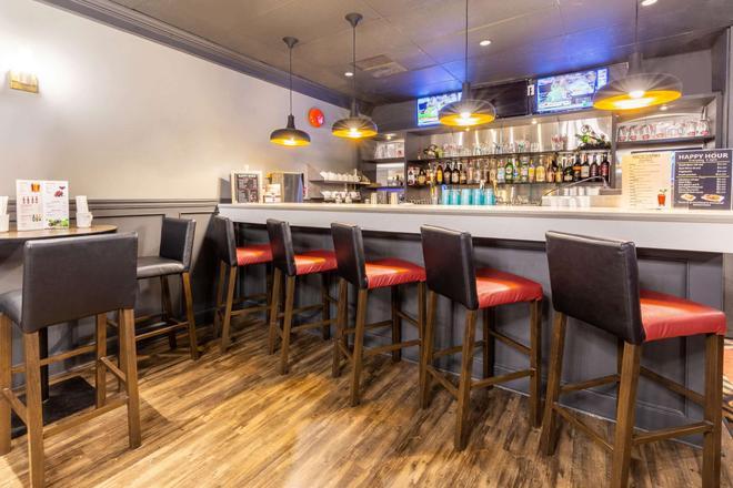 Ramada by Wyndham Coquitlam - Coquitlam - Bar