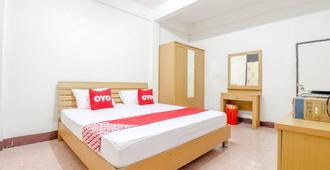 OYO 525 Mrt Phetkasem 48 Place - Bangkok - Bedroom