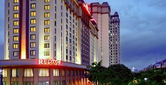 Redtop Hotel & Convention Center - Jakarta - Building
