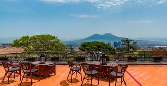 Culture Hotel Villa Capodimonte - נאפולי - מרפסת