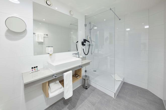 GHOTEL hotel & living Göttingen - Göttingen - Bathroom