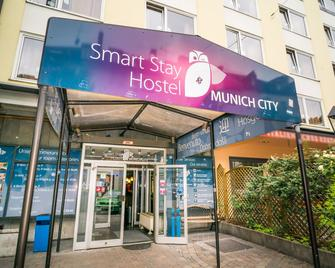 Smart Stay - Hostel Munich City - Munich - Building